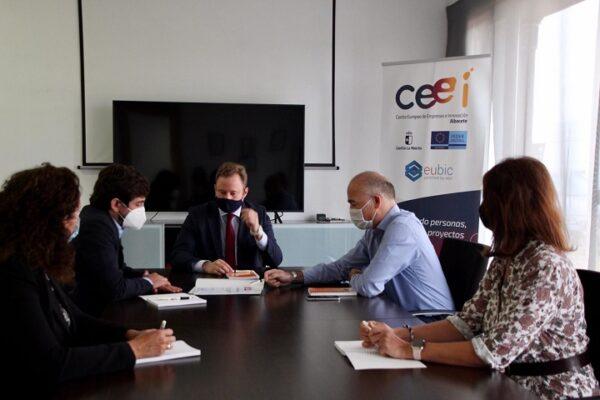 Casañ pone como ejemplo de transferencia de conocimiento a Agrisat Ibérica, reconocida como empresa innovadora por la Asociación Nacional de CEEIs